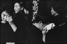Tokyo farewell service for the late actor, Danjuro on November 1965 at the Aoyama Funeral Hall (according to Shinto rites) Copyright: Henri Cartier-Bresson / Magnum Photos Henri Cartier Bresson, Magnum Photos, Alberto Giacometti, Andre Kertesz, French Photographers, Street Photographers, Marie Curie, Candid Photography, White Photography