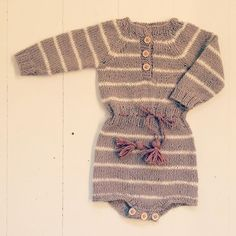 FILIAS FALL SUIT Pattern in danish & english at strikdet.etsy.com #strikkeoppskrift #babystrikk #norskbarnemote