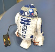 free pattern : Mini R2D2 by Mia's Atelier