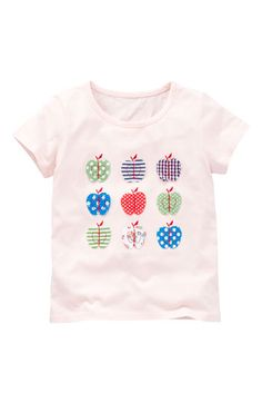 Easy applique apples (or any cloth design) dresses up a plain white tee