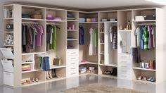 Armario vestidor, adaptado y lleno de espacio.