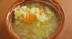 Cabbage soup as well as cabbage diet is very popular for its weight loss benefits. After all festivities, you need to lose weight. Try this soup recipe. Cabbage Soup Diet, Cabbage Soup Recipes, Vegetarian Cabbage, Weight Gain Diet, Diet Plans To Lose Weight, Sopas Low Carb, Soup Diet Plan, Cabbage Benefits, Weight Watcher Smoothies