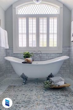 We'll show you the best (and the worst) blinds or shades for sink and tub windows! Bathroom Window Treatments, Bathroom Windows, Farmhouse Style, Farmhouse Decor, Industrial Farmhouse, Woven Wood Shades, Interior Styling, Interior Design, Decoration Design