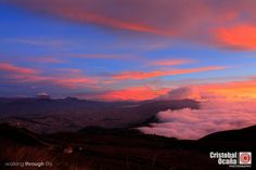 hermosa vista de Quito al anochecer