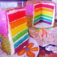 """4 """"Μου αρέσει!"""", 4 σχόλια - Irene-Armida Gidali (@elvira_rene1976) στο Instagram: """"#rainbowcake with #swissbuttercream"""""""