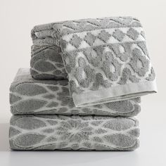 Our double-yarn cotton terry bath towel in gray and ivory features a sculpted diamond pattern and adds subtle texture and soft color to your bath decor.