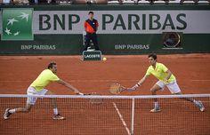 Julien Benneteau et Edouard Roger-Vasselin ont bien volleyé face à Marcel Granollers et Marc Lopez.