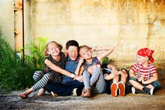 I really like this blog. So many great ideas for family and other photos.