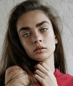 Alisha Nesvat Bushy Eyebrows, Thick Eyebrows, Real Beauty, Hair Beauty, Pretty People, Beautiful People, Foto Casual, Model Face, Face Characters