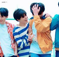All 7 of them look so good with black hair👌👌👌❤ Bts Memes, Memes Gifs, Rap, Jimin Jungkook, Bts Bangtan Boy, Busan, Boy Scouts, Jungkook Date Of Birth, Mundo Cruel
