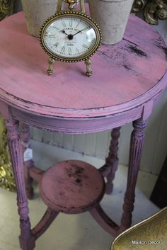 Gorgeous side table Maison Decor: Making Pink Milk Paint and an Old World Patina finish Chalk Paint Furniture, Furniture Projects, Custom Furniture, Furniture Makeover, Distressed Furniture, Shabby Chic Furniture, Vintage Furniture, Weathered Furniture, Purple Table