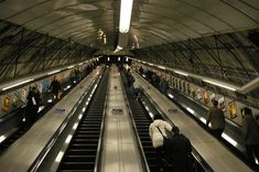 CLondoner92: New Escalator etiquette at Holborn Station