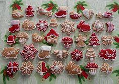 Cupcake Cookies, Gingerbread Cookies, Christmas Cookies, Christmas Holidays, Ginger Cookies, Cookie Icing, Sugar Craft, Plated Desserts, Cookie Decorating