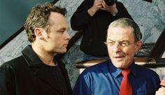 Wet & Waan. Dramaserie over het werk en privéleven van officier van justitie Herman Vlieger (Huub Stapel) en psychiater Wessel van Ede (Marcel Hensema) die samen een relatie hebben.