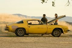 "1977 Camaro Bumblebee from ""Transformers"" Looks like mine except for the paint lol Chevy Camaro, 1976 Camaro, Camaro Zl1, My Dream Car, Dream Cars, Famous Movie Cars, Estilo Chola, Camaro Engine, Transformers Film"