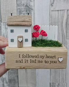 Scrap Wood Crafts, Driftwood Crafts, Wooden Crafts, Small Wooden House, Home Crafts, Diy Crafts, Block Craft, Wood Scraps, Rustic Frames