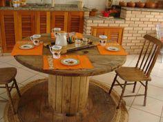 carretes+de+madera+como+mobiliario.jpg (580×435)