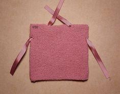 Tutorial muy sencillo: Cuatro gorros con el mismo patrón. | El castillo de lana Crochet Kids Hats, Baby Hats Knitting, Knitting For Kids, Baby Knitting Patterns, Crochet Baby, Knit Crochet, Knitted Booties, Knitted Hats, Fabric Toys