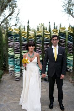 seriously stylish diy ceremony backdrop... and a great dress!
