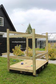Lav dit eget shelter på hjul - Bettina Holst Blog Shelter, Back Garden Design, Backyard For Kids, Back Gardens, Porch Swing, Dream Garden, Play Houses, Diy And Crafts, Pergola