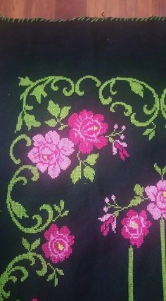This Pin was discovered by HUZ Cross Stitch Borders, Cross Stitch Flowers, Cross Stitch Patterns, Prayer Rug, Cross Stitch Embroidery, Needlework, Diy And Crafts, Projects To Try, Erdem
