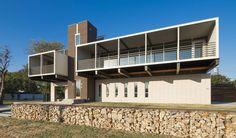 Maison contemporaine à la conception originale face au parc de White Rock à Dallas, Usa, #construiretendance