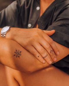 @juicylames @mayo.ttt Dainty Tattoos, Elegant Tattoos, Pretty Tattoos, Love Tattoos, Beautiful Tattoos, Body Art Tattoos, Small Tattoos, Tatoos, Tattoos For Women Flowers