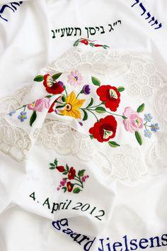 Custom made Chuppa w/ hungarian embroidery Photographer: Efrat Lozanov https://www.facebook.com/2rokmot