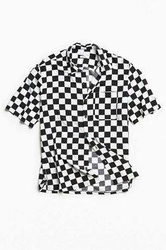 Slide View: 2: UO Checkered Rayon Short Sleeve Button-Down Shirt