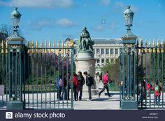 france-paris-5th-district-jardin-des-plantes-garden-of-plants-entrance-HPGB1T.jpg (Image JPEG, 1300×955 pixels) - Redimensionnée (83%)
