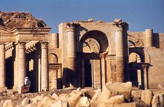 A large fortified city under the influence of the Parthian Empire and capital of the first Arab Kingdom, Hatra withstood invasions by the Romans in A.D. 116 and 198 thanks to its high, thick walls reinforced by towers