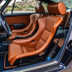 Custom Car Seats, Custom Cars, Porsche 356, Best Car Interior, Singer Vehicle Design, Car Console, Vintage Porsche, Sport Seats, Classic Motors