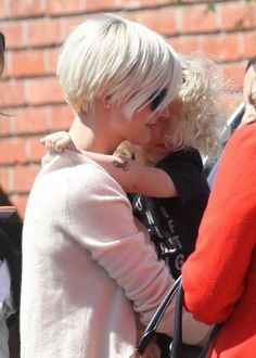 ashlee simpson bob haircut back view | Ashlee Simpson short hair ...