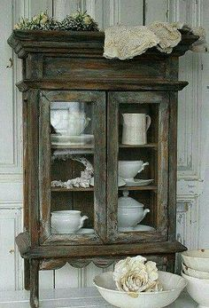 30 Farmhouse Furniture Makeovers – Leben auf Kaydeross Creek 30 Farmhouse Furniture Makeovers – antique stained curio cabinet – Life on Kaydeross Creek - Mobilier de Salon Distressed Furniture, Farmhouse Furniture, Shabby Chic Furniture, Rustic Furniture, Vintage Furniture, Painted Furniture, Home Furniture, Furniture Ideas, Furniture Chairs