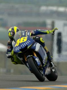 Grand Prix, Valentino Rossi 46, Motorcycle Racers, Bmw Cafe Racer, Yamaha Motorcycles, Vr46, Bike Life, Cool Bikes, Ducati