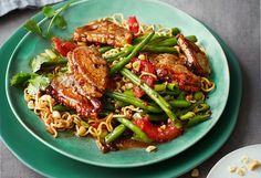 Entenbrust mit Eiernudeln und Fisolen Kung Pao Chicken, Wok, Chinese, Beef, Ethnic Recipes, Martini, Spice, Meat, Chinese Recipes