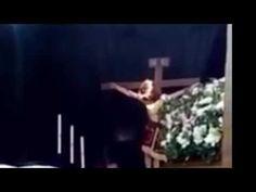 IMPRESIONANTE VIDEO DONDE UNA ESTATUA DE CRISTO CRUCIFICADO MUEVE LA CAVEZA