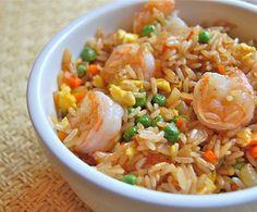 Gebakken rijst met garnalen is in Thailand een veel voorkomend gerecht, hier word dit gerecht khao pad goong of khao pad kung genoemd. In dit gerecht zitten groenten, witte rijst en garnalen verwerkt. Probeer het eens en geniet er van. Ingrediënten (2...