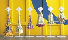 thai garland - sakul intakul Floral Garland, Flower Garlands, Flower Decorations, Decoration Party, Thai Decor, Thai Design, Thai Pattern, How To Make Tassels, Projects For Adults
