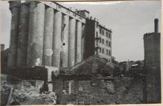 Крупным планом разрушенный элеватор хлебозавода №1 в районе железнодорожных мостов и устья реки Темерник. (Идентификация В.В. Долбнина)