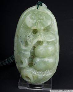 China 20. Jh. A Chinese Green Jade Pebble Pendant - Giada Cinese Chinois