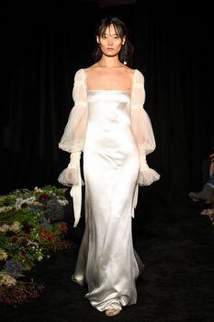 Ethereal wedding dress - 16 Ethereal Wedding Dresses To Inspire The Winter Bride – Ethereal wedding dress Dress Vestidos, Prom Dresses, Mini Dresses, Casual Dresses, Formal Dresses, Vogue Fashion, Fashion Show, Fall Fashion, High Fashion