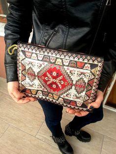KiLiM RUG CARPET DESIGN TURKISH CARRY BAG HANDBAG FOR TABLET PC SMALL NOTEBOOK http://www.ebay.com/itm/221931031271
