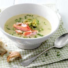 Knapperige spitskoolsoep met zalm - De spitskool, een pareltje onder de groenten en heerlijk om soep van te maken. #recept #winterkost #JumboSupermarkten