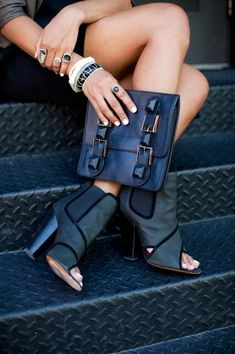 Navy is the new Black| for more inspiration go to www.bellamumma.com |