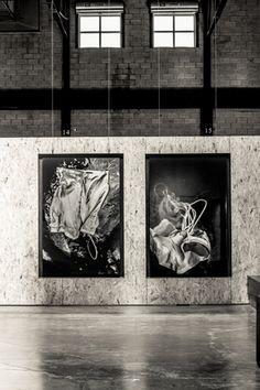 ©skoltz /  Un mot de l'artiste  Soif [série méduses] est une série d'épreuves photographiques élaborées à partir d'accessoires conçus pour le tournage de y2o. Évocations multiples du désir, de la soif de l'autre. Tensions corporelles, pulsions du plexus, sinueuses & électriques, fluides et glacées, telles des méduses.
