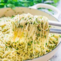 Aglio e Olio Fettuccine (Jo Cooks) This Olive oil and Garlic Fettuccine known as Aglio e Olio in Italian is a traditional pasta dish originating in Naples known for its simplicity. This olive oil and garlic pasta dish is all about the Fettuccine Recipes, Fettuccine Pasta, Linguine, Vegetarian Recipes, Cooking Recipes, Healthy Recipes, Garlic Recipes, Simple Pasta Recipes, Light Pasta Recipes