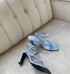 Dr Shoes, Me Too Shoes, Shoes Heels, Pumps, Sandal Heels, Pretty Shoes, Cute Shoes, Beautiful Shoes, Blue Feeds