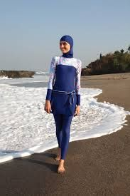 Full body cover up swimsuits or also called Burkini, cover the whole body except the face, hands and feet in accordance with Muslim views on modesty. Islamic Fashion, Muslim Fashion, Muslim Swimwear, Modest Swimsuits, Hijab Outfit, Muslim Women, Sport Wear, Dress Codes, Peplum Dress