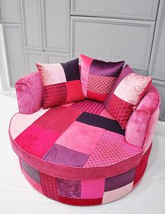 Small Relaxation Seats Furniture has never been so Unique! Since the beginning of the year many girls were looking for our Stylish guide and it is finally got released. Now It Is Time To Take Action! See how... #interiors #homedecor #interiordesign #homedecortips European Home Decor, Classic Home Decor, Funky Furniture, Shabby Chic Furniture, Furniture Stores, Muebles Shabby Chic, Victorian Decor, Home Decor Pictures, Luxury Homes Interior